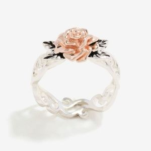 Jewelry - Two Tone Flower Band Ring